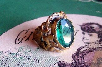 1920s Faceted Green Stone Art Nouveau Ring. I want this!