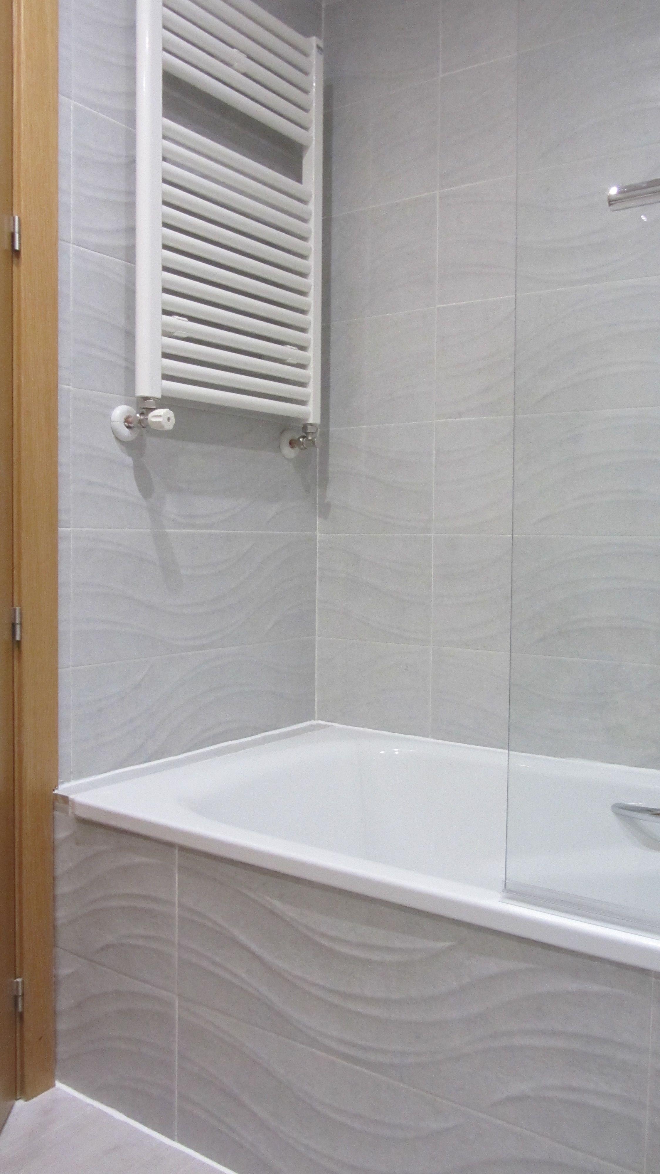 Radiador toallero tubular de chapa de acero lacado en - Radiador electrico bano ...