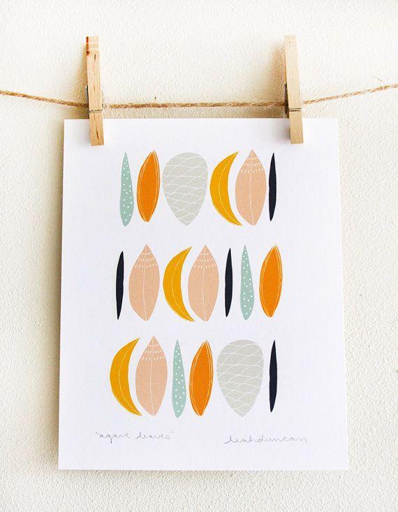 Dies ist eine archivalische Druck von Leahs Agave Leaves Zeichnung in orange, indigo, goldene gelb, minzig grün, grau und Pfirsich.    Es wird mit