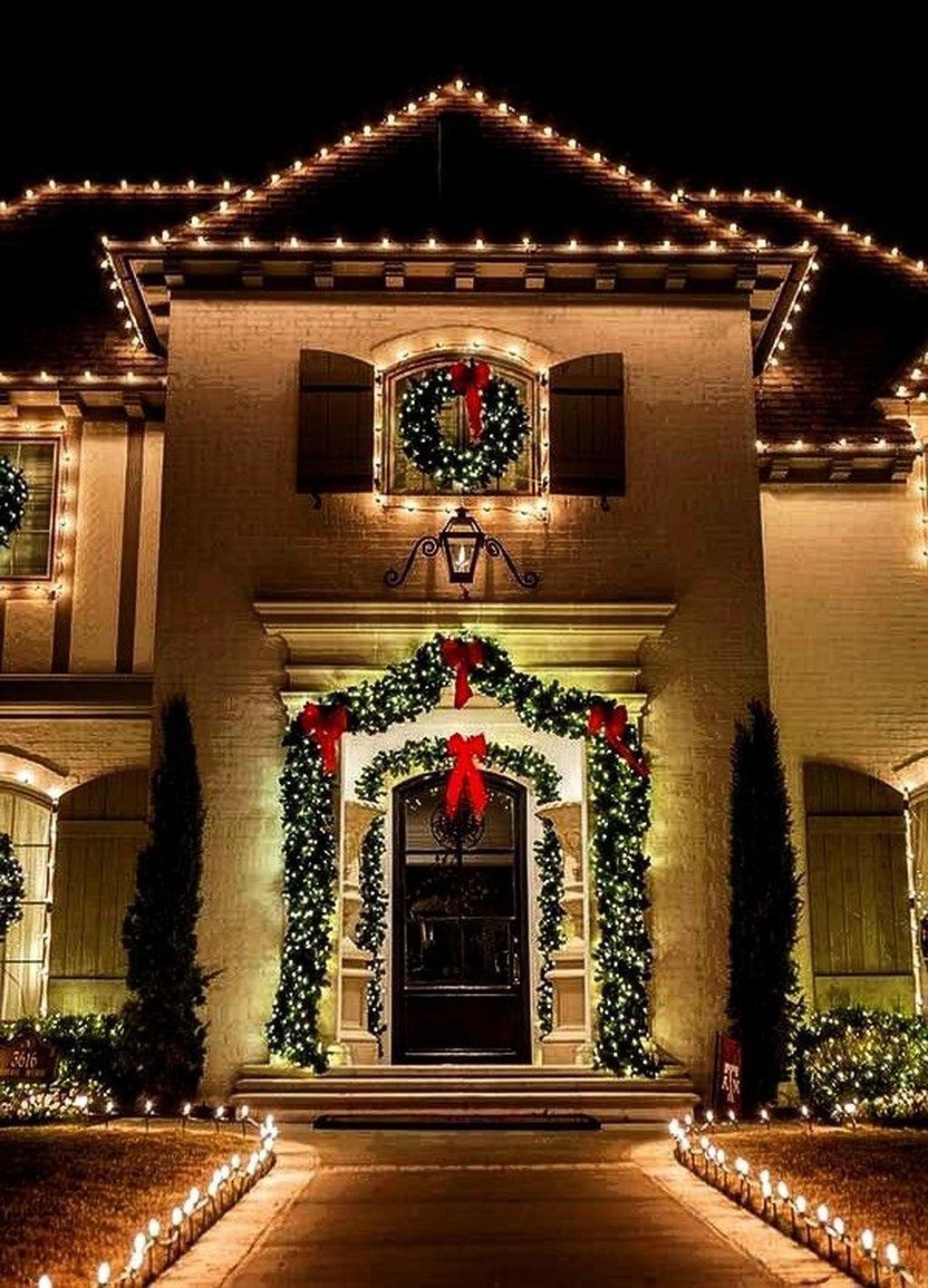 35 Stunning Christmas Lights Decor Ideas On House Exterior Decorating With Christmas Lights Exterior Christmas Lights Christmas House Lights