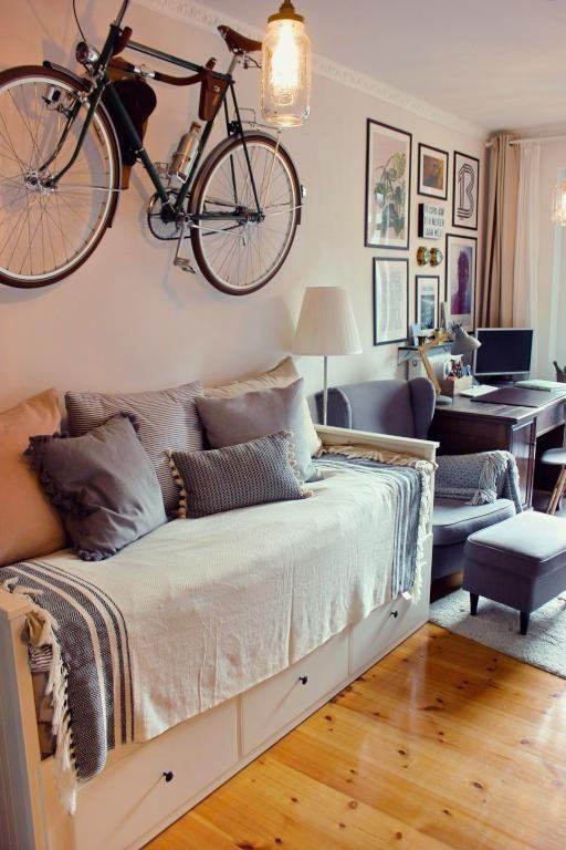 Einrichtungsideen fürs WG-Zimmer mit Sofabett und Schreibtisch ...
