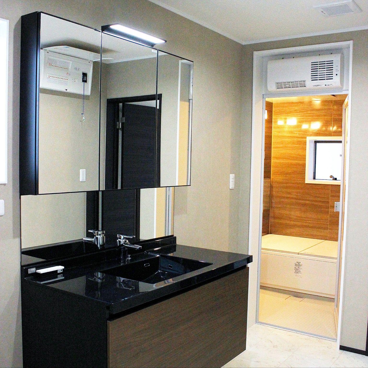 見栄えもよく 使いやすいシステム洗面化粧台 Lixil ルミシス 洗面台 浴室リフォーム インテリア 実例
