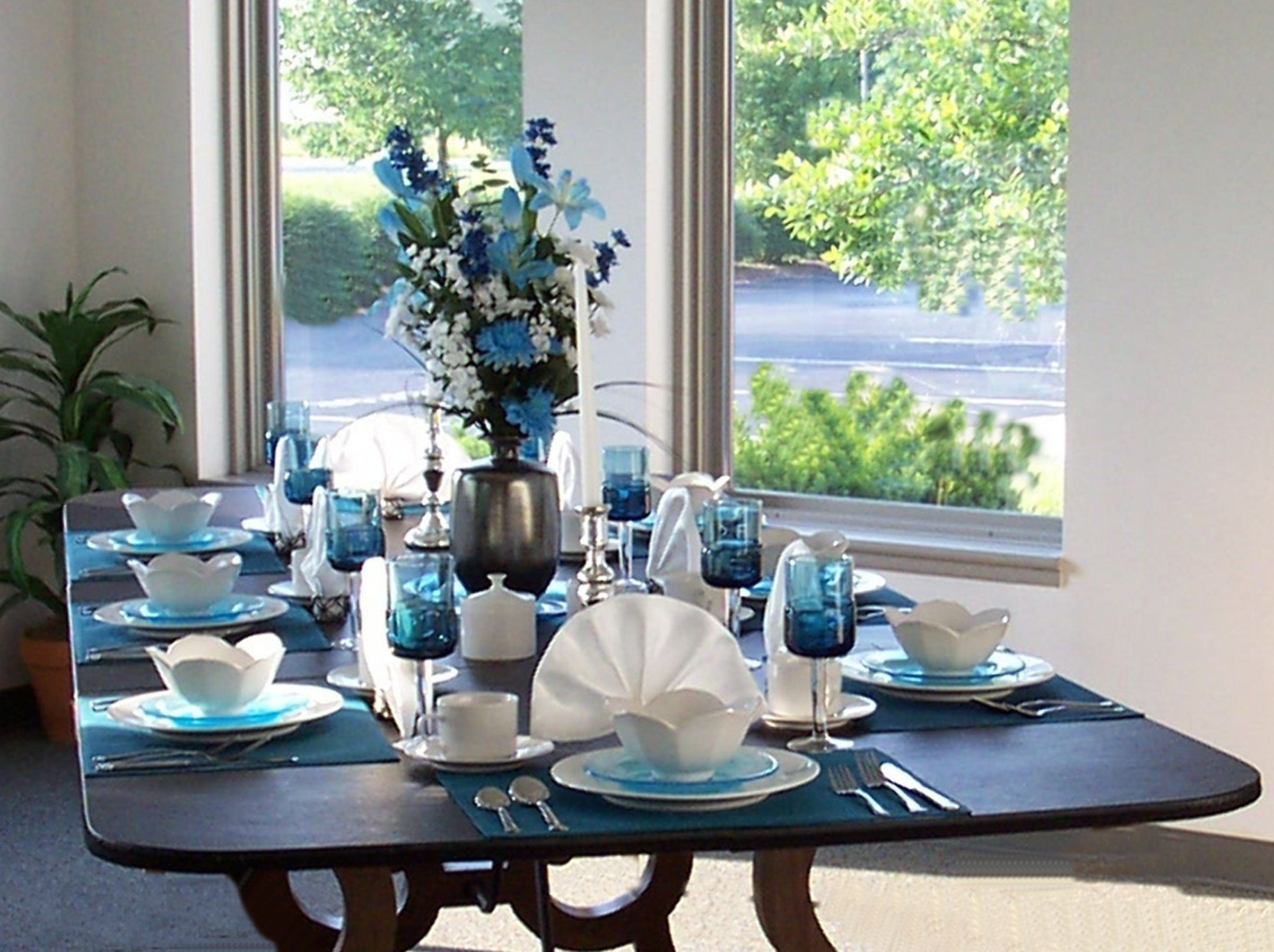 Table With Extension Pads Seats 8 Comfortably Dining Room Blue Dining Room Table Decor Decor