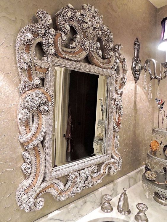 10 Spectacular Luxury Bathroom Mirrors That Delight You 9
