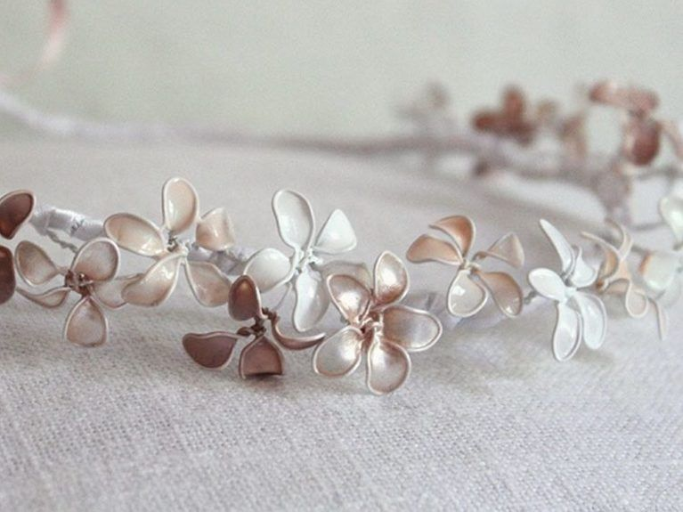 DIY tutorial: Een haarband met bloemen creëren via DaWanda.com