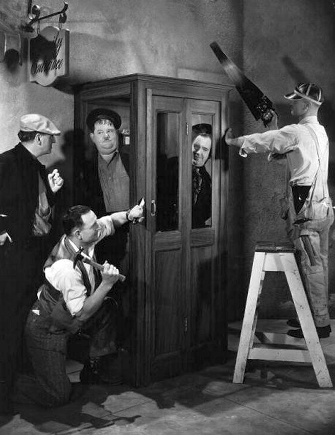 Preparing A Scene To Shoot The Telephone Box Scene In Our Relations Laurel And Hardy Stan Laurel Stan Laurel Oliver Hardy