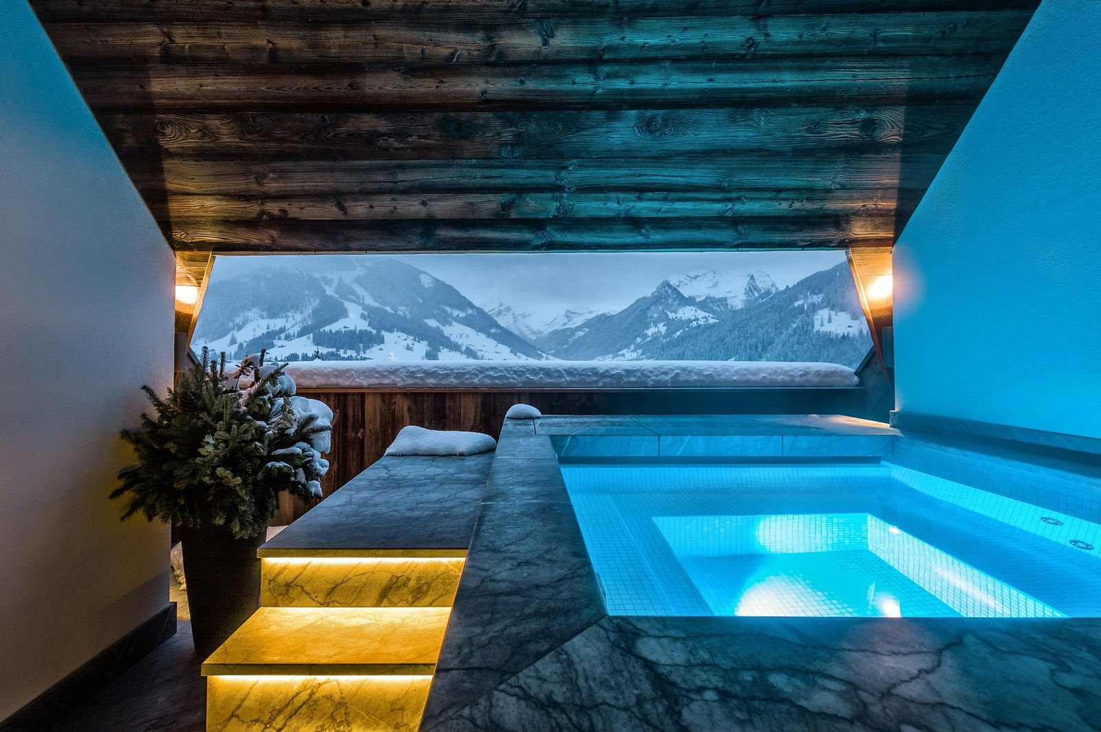 Panorama suite with private Jacuzzi The Alpina Gstaad