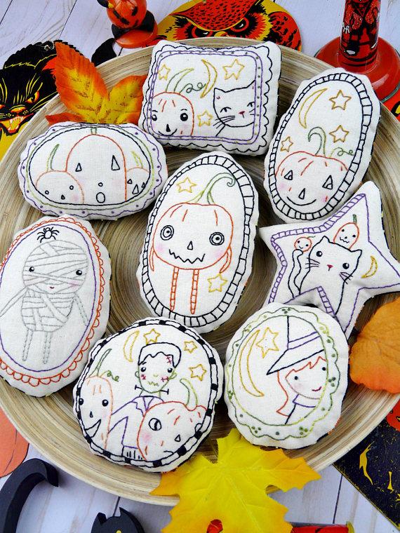 Halloween spirit Ornaments embroidery Pattern PDF - WITCH prim