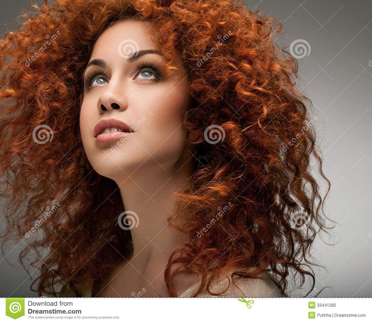 Donne capelli lunghi ricci