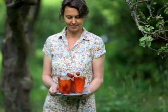 Homegrown Swedes: Sanna's Strawberry Summer Muddle... All their videos are so soothing!