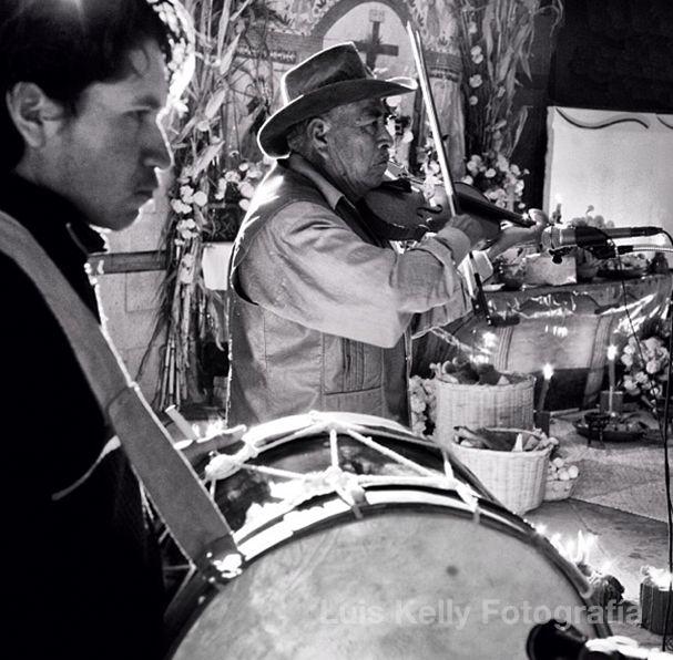 Músicos para la noche de la llegada de los muertos en Toliman, Querétaro.