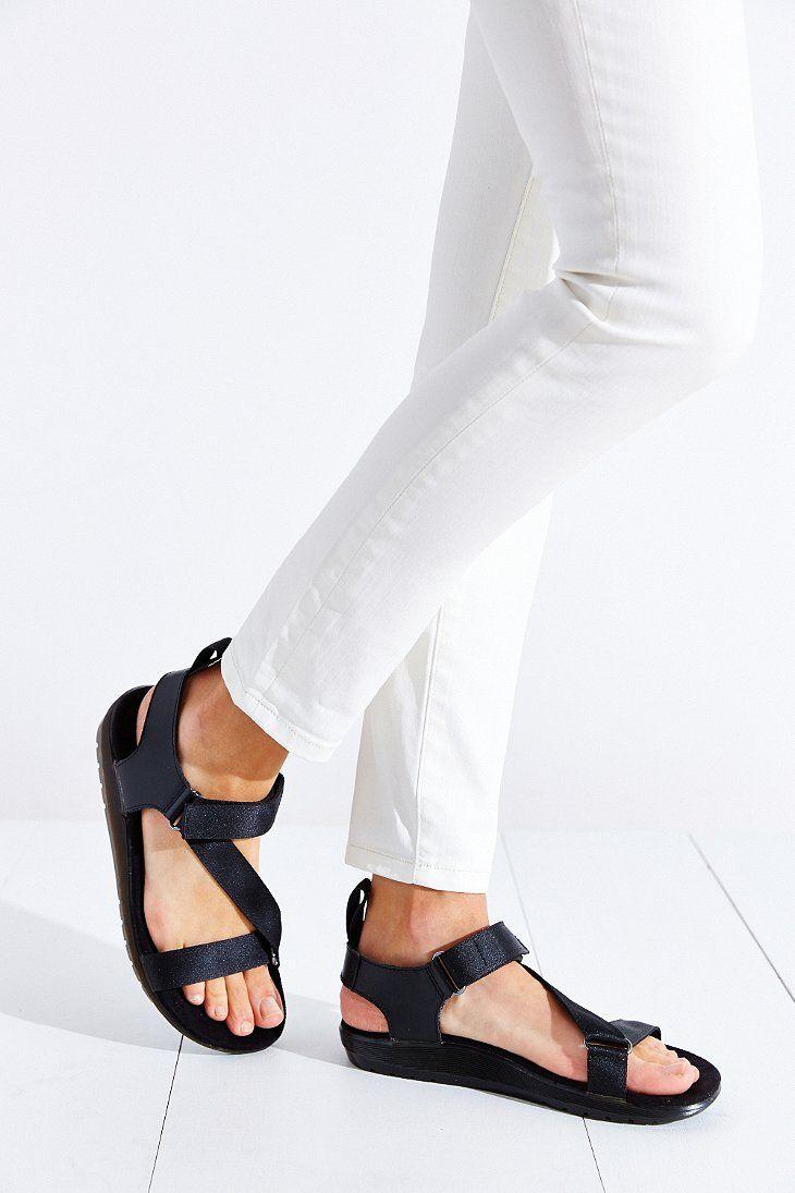 1e0080568 Dr. Martens Balfour Sandal - Urban Outfitters