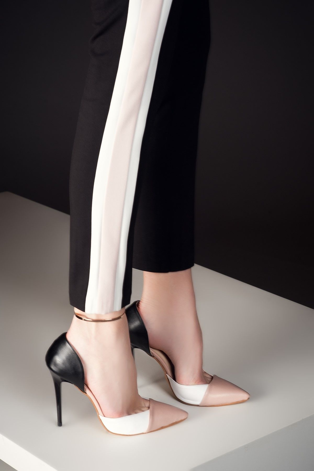 a2ebd4c52ba6 Pudra-Beyaz-Siyah Topuklu Ayakkabı 1633 Milla by trendyol | Trendyol ...