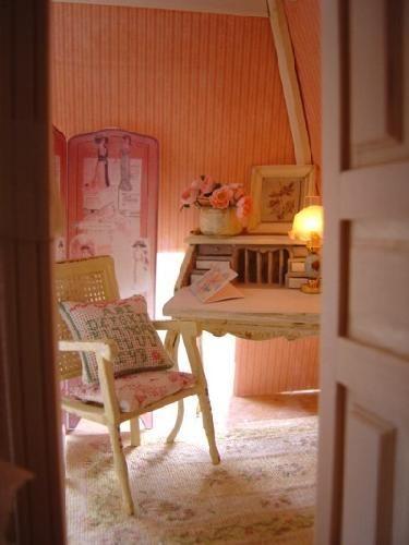 Le petit bureau | La maison de poupées | Pinterest | Bureaus and Ps