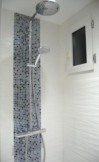 miniature salle de bain n b et color touch lyon pi ces d 39 identit elodie chermette. Black Bedroom Furniture Sets. Home Design Ideas