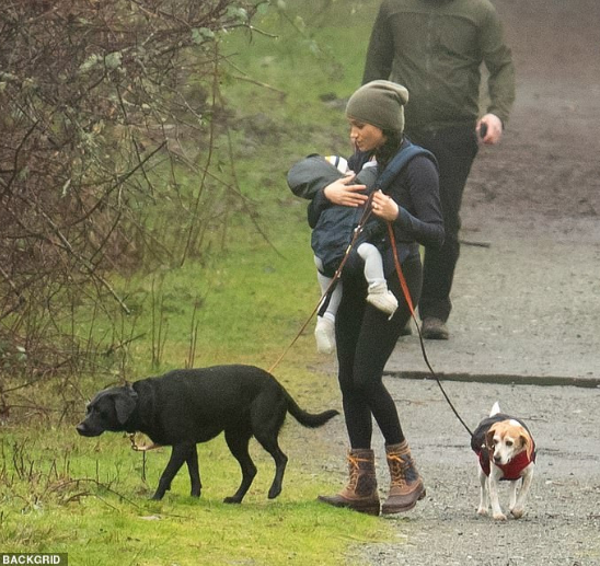 Meghan Markle Threatens Lawsuit Over Photos Of Her And Baby Archie Taken While They Were Hiking In Canada Meghan Markle Harry And Meghan Prince Harry
