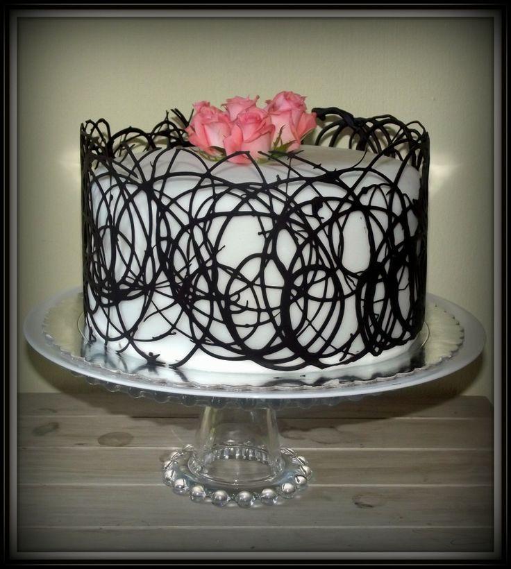 How to make a white chocolate cake collar