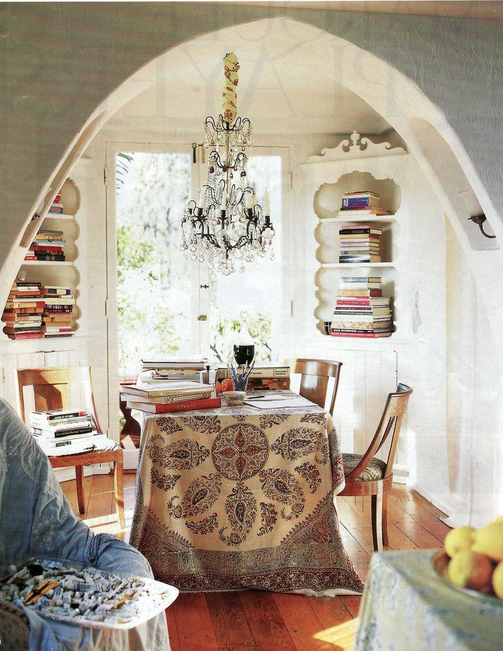 Casual Dining At Its Most Stylish Books In Built Ins Table