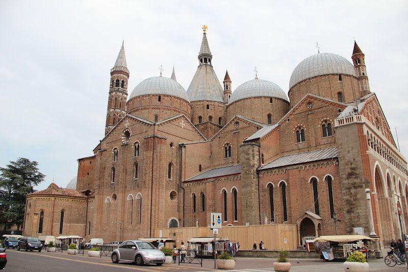 18 - Vista lateral da Basílica