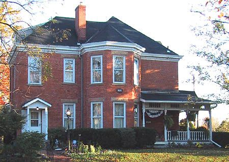 Best A Collection Of Red Brick Houses With Different Colored 640 x 480