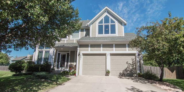 Well kept home with new roof and paint nestled at the end of the cul de sac on a private, treed, fenced lot! Vaulted ceilings and Updated Kitchen with silestone tops, stainless steel appliances welcome you into the family room/ hearth room with updated Fireplace, built ins and surround sound. Finished lower level with Rec room with newer paint and carpet!