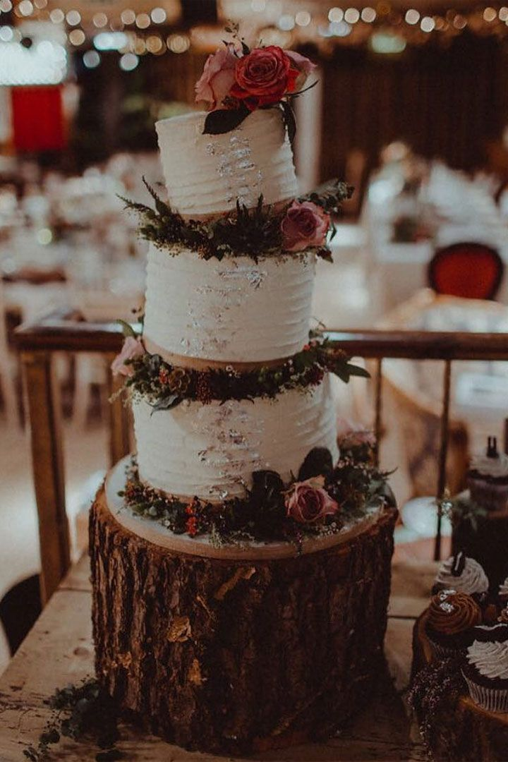 Beautiful wedding cake for Alice in Wonderland inspired wedding #weddingcake #uniqueweddingcake #beautifulweddingcake #cake