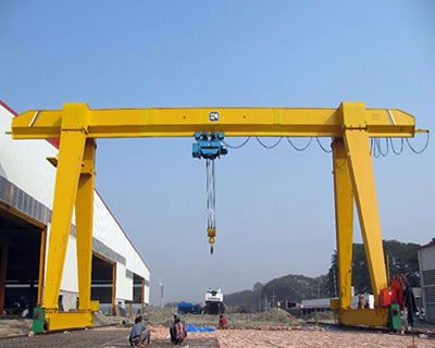 It is consisted with gantry frame (main girder, legs, bottom end beams), lifting mechanism, travelling mechanism, and electrical control.  It is used with matching CD1 or MD1 electric hoist, and is a light small crane with rail travelling.