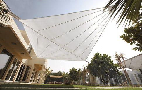 sonnensegel f r terrasse und balkon sonnensegel sonnenschutz und terrasse. Black Bedroom Furniture Sets. Home Design Ideas