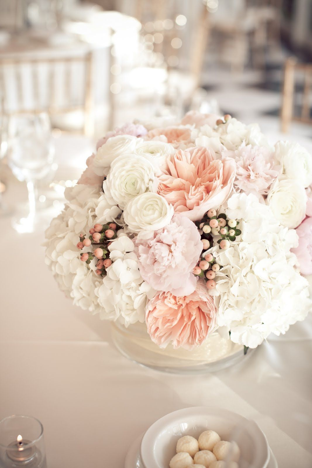 white and blush omg these are so stunning. Ahhhh love love | Wedding ...