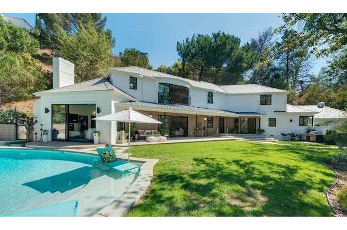 Scarlett Johansson Quietly Picks Up L A Pad Celebrity Houses