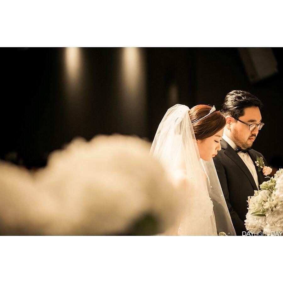 #데이라잇데이  #weddingsnap #weddingphotography #friend #weddingdress #marriage #dress #instafollw #love #happy #cuple #daylightdays #Litghroom #본식촬영 #웨딩스냅 #웨딩 #결혼스냅 #결혼사진 #결혼식 #사진 #스냅 #예비신부 #디테일 #클로즈업 #데이라잇데이 #삼정호텔 #내사진 by pius.c