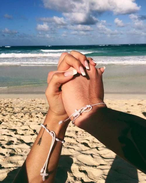 Resultado de imagen para parejas en la playa tumblr