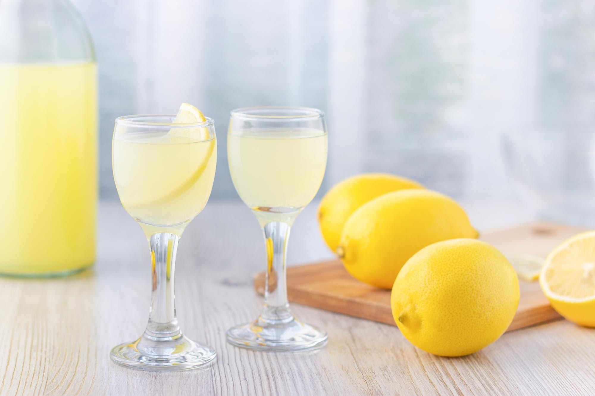 You Should Be Making Limoncello At Home Here S How The Best Bartenders In Rome Make It Making Limoncello Limoncello Limoncello Recipe