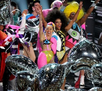 Miley live at the MTV Video Music Awards 2015 60/124