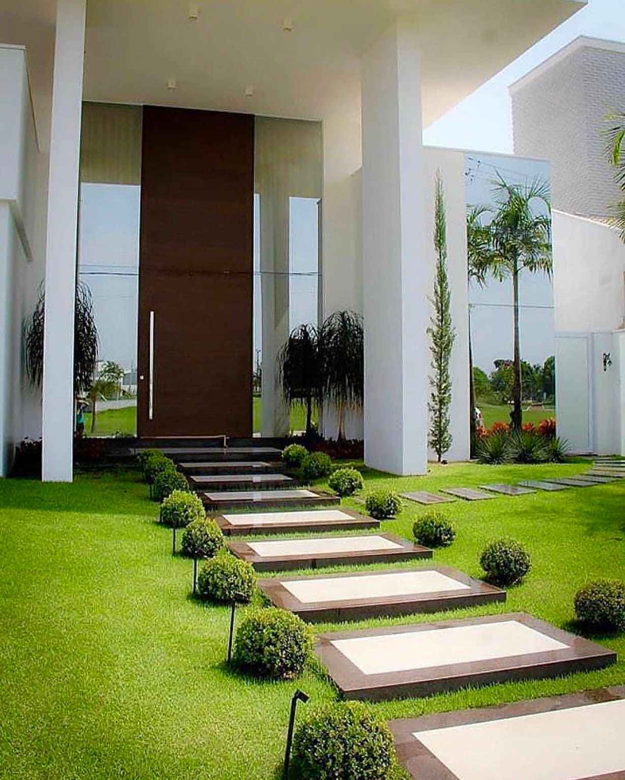 Modern Day Muses Modern Landscaping Backyard Landscaping Yard