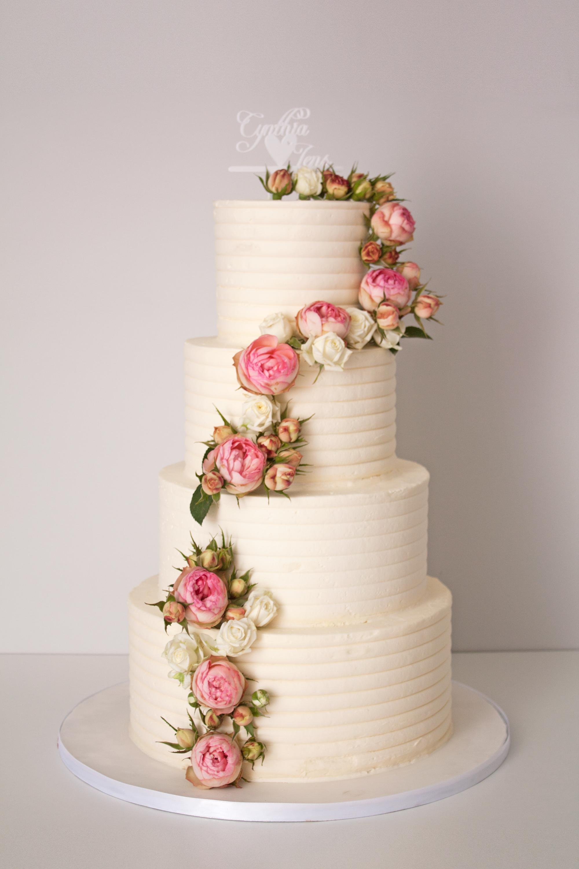 4 Stockige Hochzeitstorte In Weiss Mit Echten Blumen Hochzeitstorte