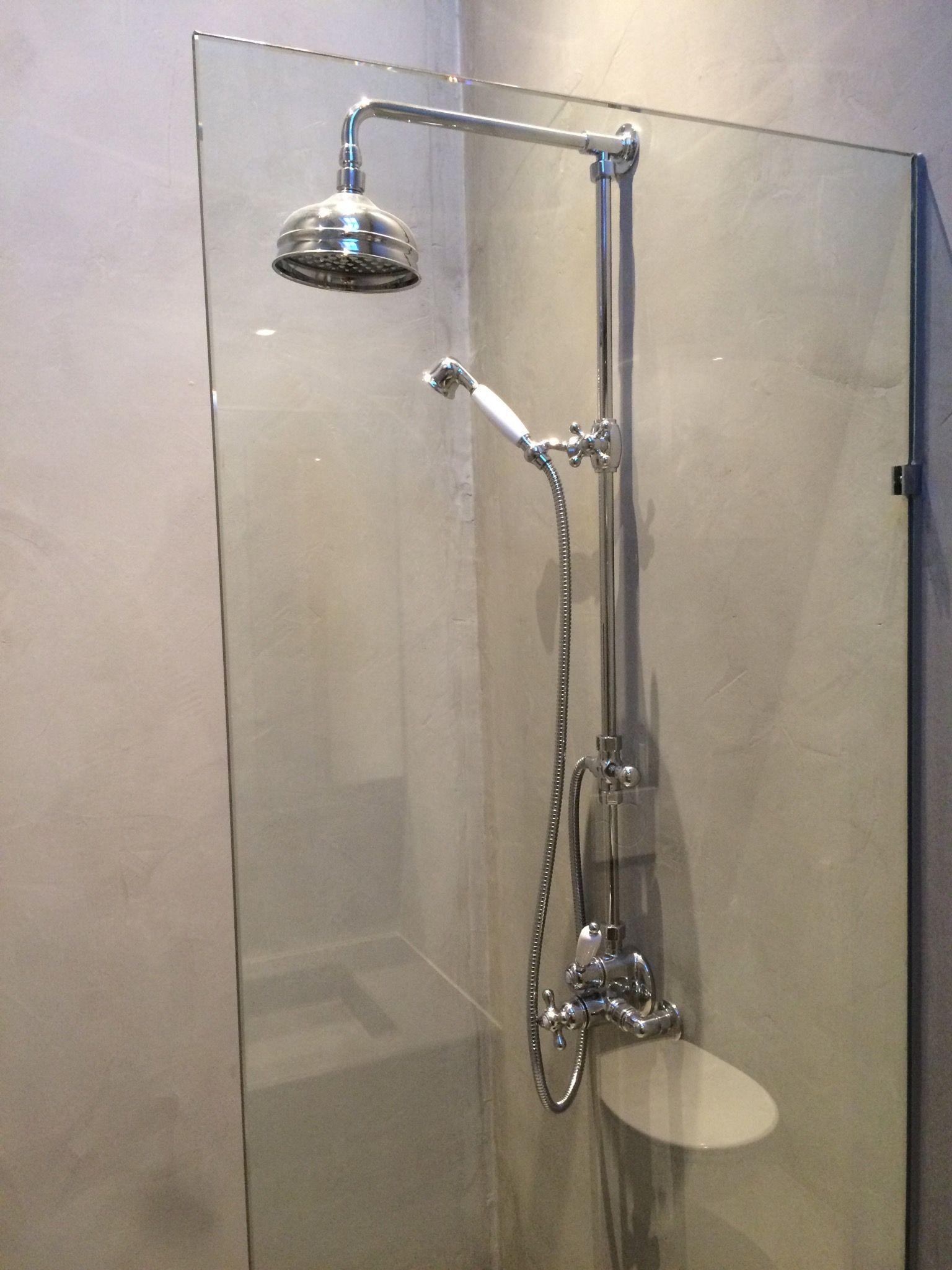 Beton SPI Badkamer met inloopdouche en glaswand   Renovatie jaren ...