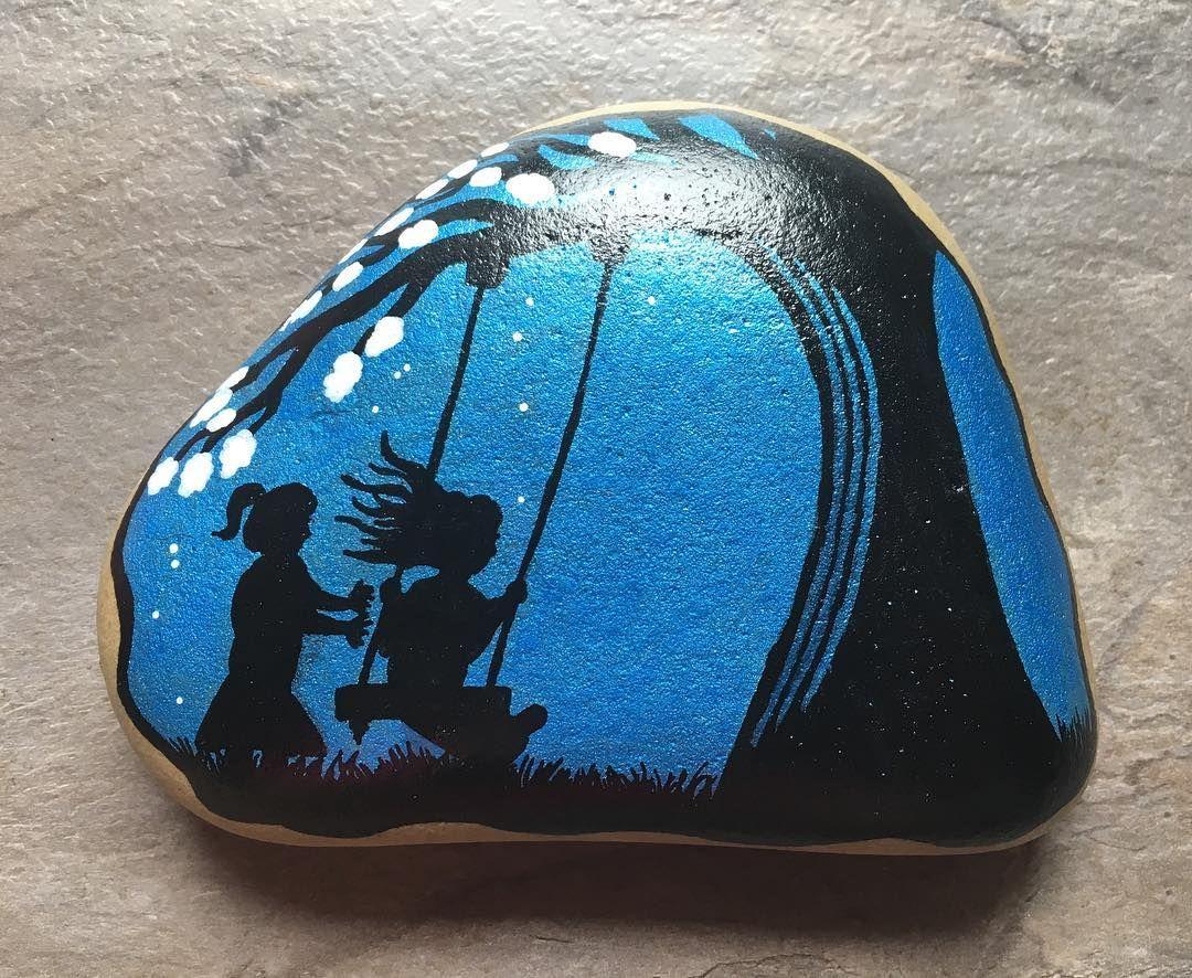 #paintingrocks #paintingstones #malerpåsten #stone #hobby #colour #stoneart #stonepainting #rockpainting #blue #silhouette #swing #friendship