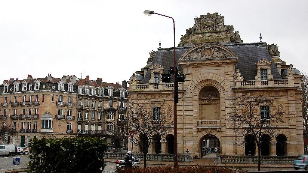 épinglé Par Marinda Rule Sur My Adopted Hometowns Porte Paris Paris Lille