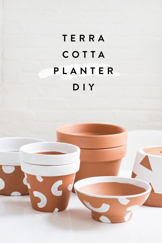 Awesome DIY alert! Paint terra cotta planters with geometric shapes for a decorative update - and a great gift!