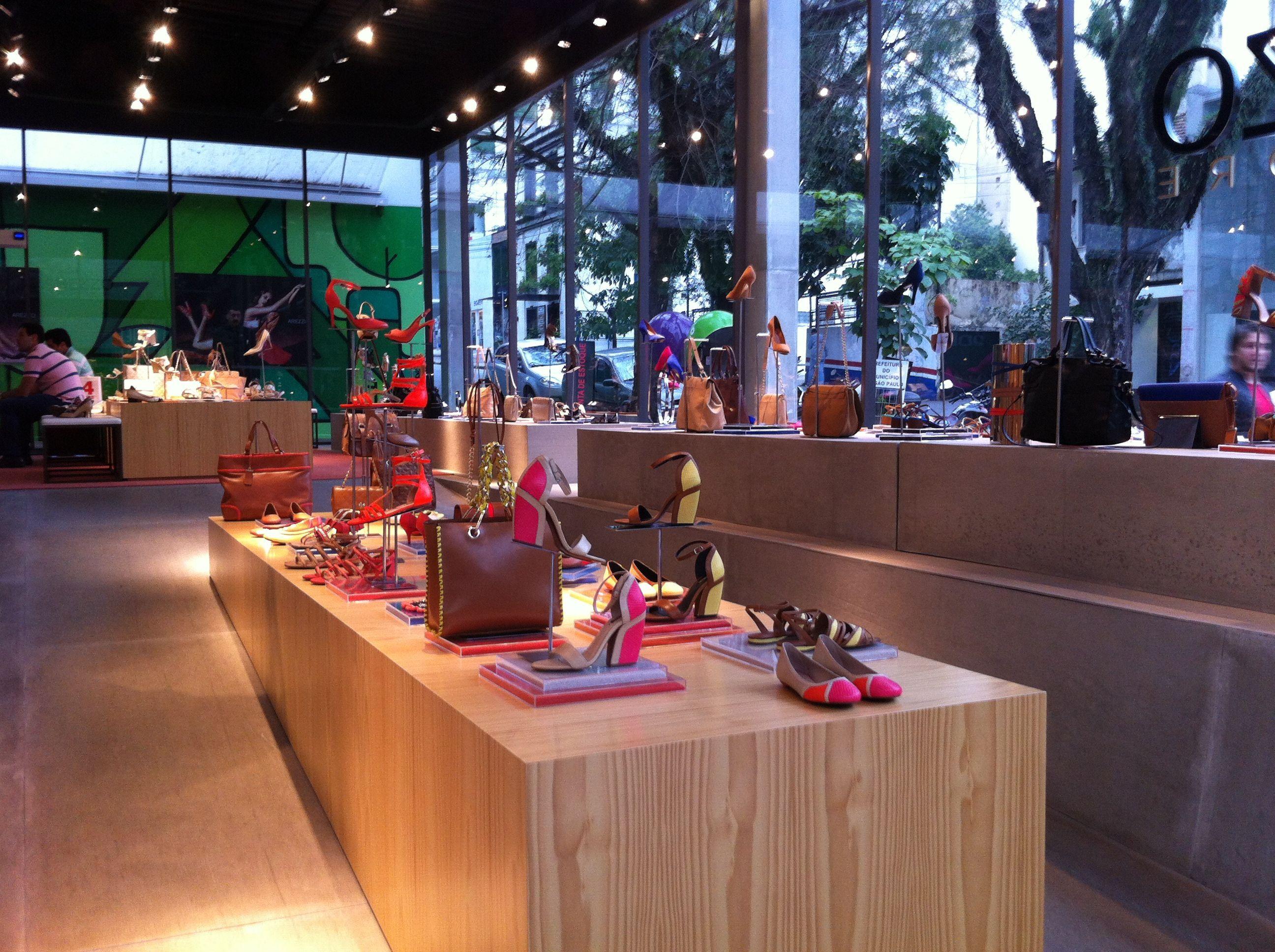 Tienda De Calzado Arezzo En Oscar Freire Ruta De Shopping Http  # Muebles Pedro Baquero