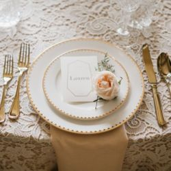 Here's a look at @lovenoteevents 's and @sparklesandvintage 's beautiful table setting at a styled shoot! We are in love with the color palette and wonderful florals. Can't wait to see more from this shoot!  Featured here are our Solid Gold Flatware and Duchess Dinnerware  Vendors: @martinamicko @oneandonebridal  @nixeyartistry  @sparklesandvintage  @nic_thefit  @ariayoukiddingme  @aileyartsy
