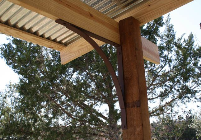 roof bracket for a patio
