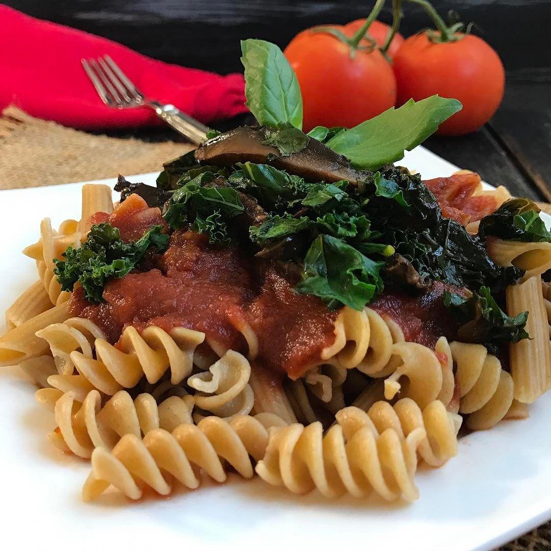 Whole Wheat fusilli pasta topped with homemade marinara sauce and marinated Portobello Mushrooms with kale. #bestoftheday #healthyfood #pasta #portobello