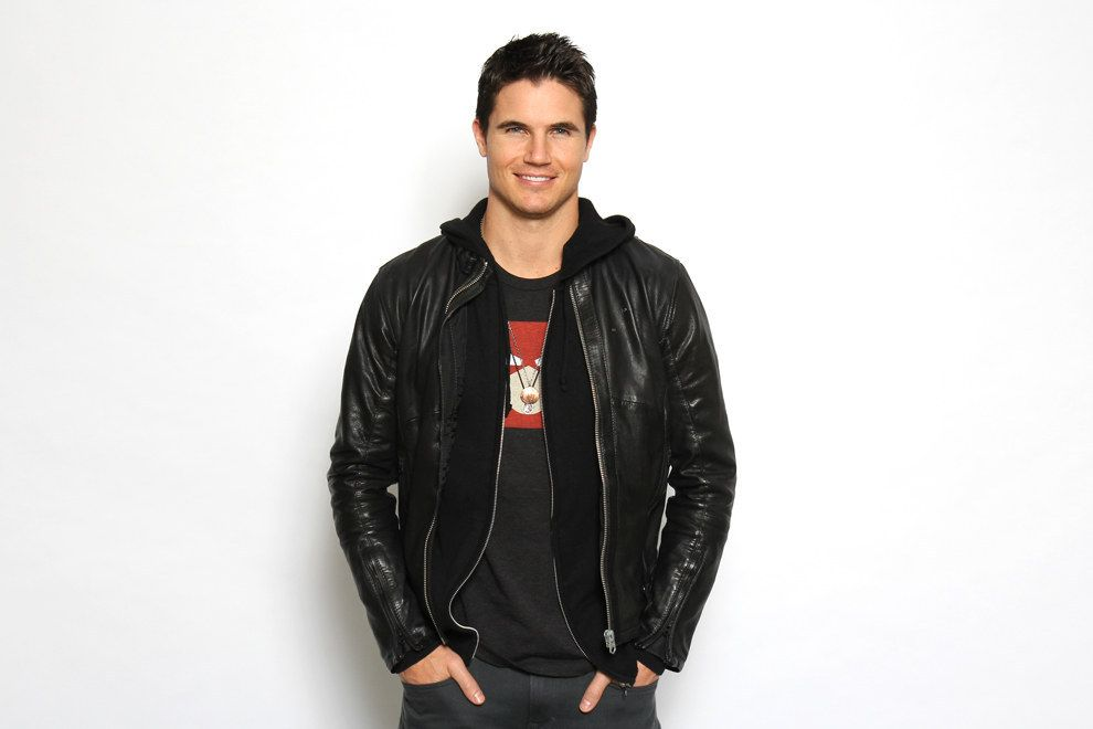 Robbie Amell wife