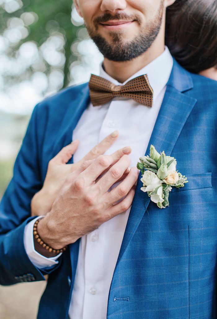 Groom wears blue suit with brown bow tie | fabmood.com