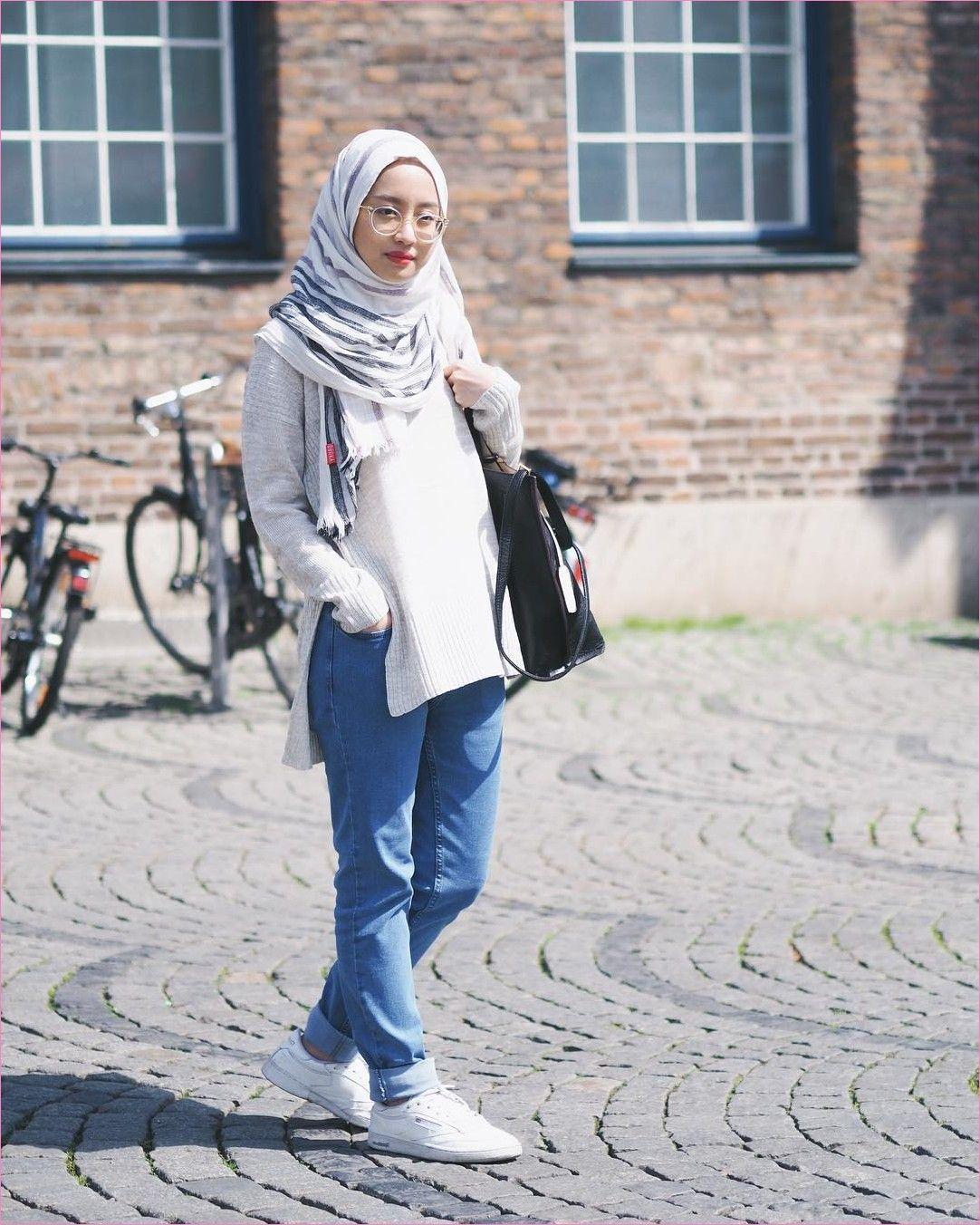 Outfit Baju Remaja Berhijab Ala Selebgram 2018 Sweater Rajut Cream