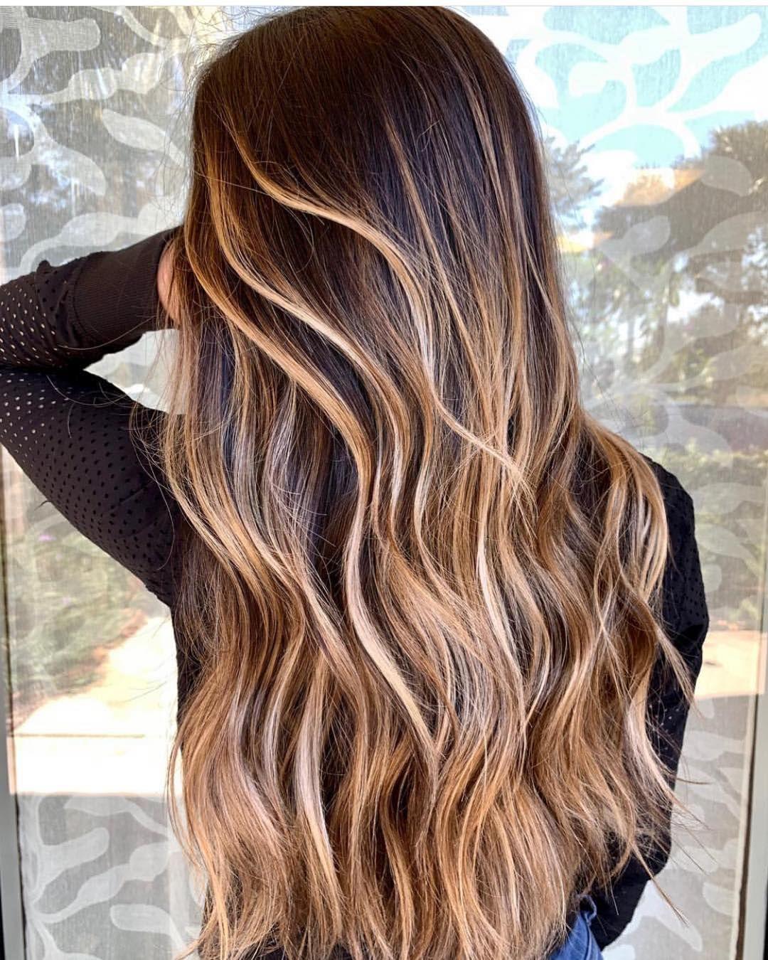 Sehr schöne natürliche Haarfarbe, die jede Frau toll