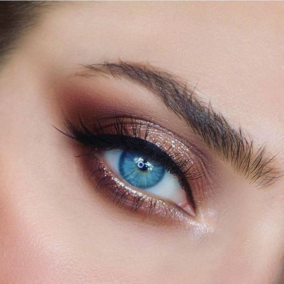 Eyeshadow Colours for Blue Eyes | Blogmas Day 12