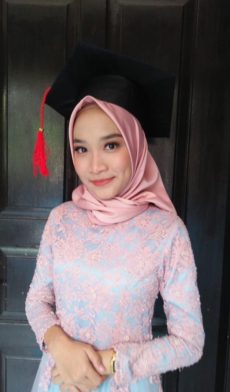 Graduation Makeup Pink Kebaya Dress Kebayain Dress Graduation Kebaya Kebayain Makeup Pink In 2020 Graduation Outfit Fashion Graduation